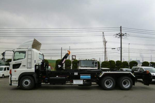 脱着装置付コンテナ専用車(アームロール)